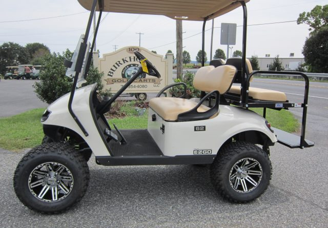 2015 EZ-GO 4 PASSENGER LIFTED GAS
